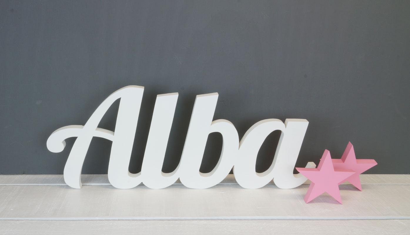 Alba en letras de madera. Nombres en madera