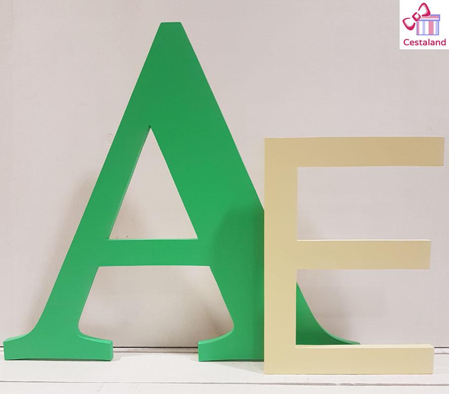iniciales de madera