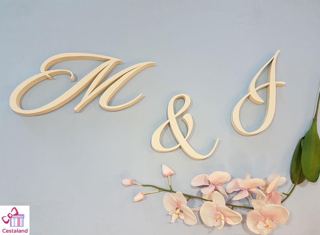 letras para bodas. Iniciales para novios en madera