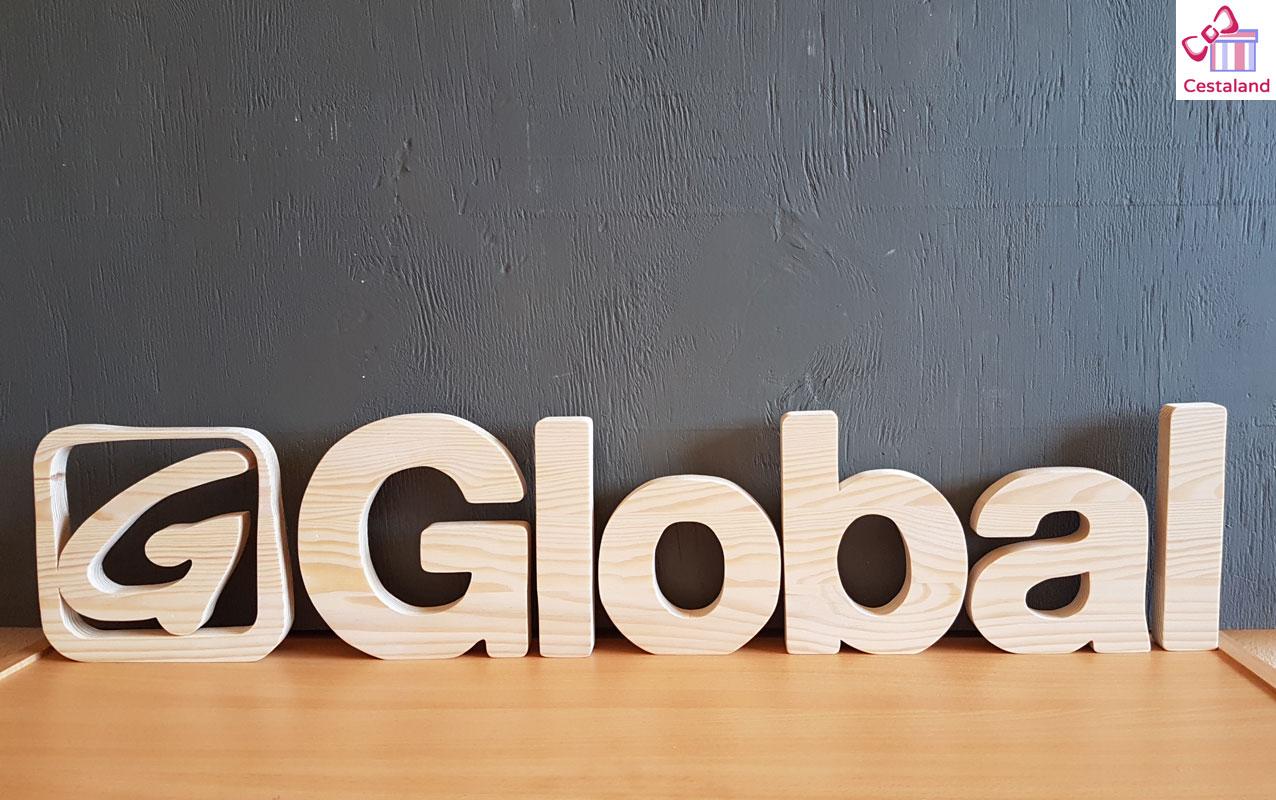 logotipo en madera natural