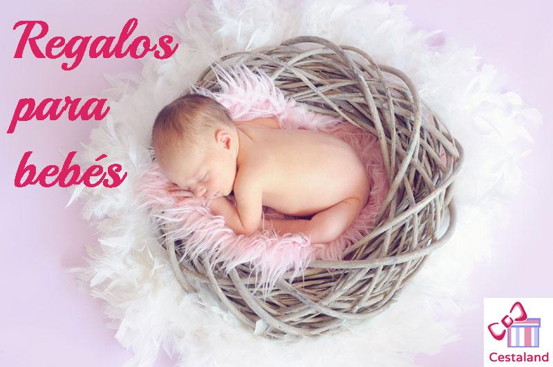 Regalos personalizados para bebés: Canastillas y tartas de pañales.