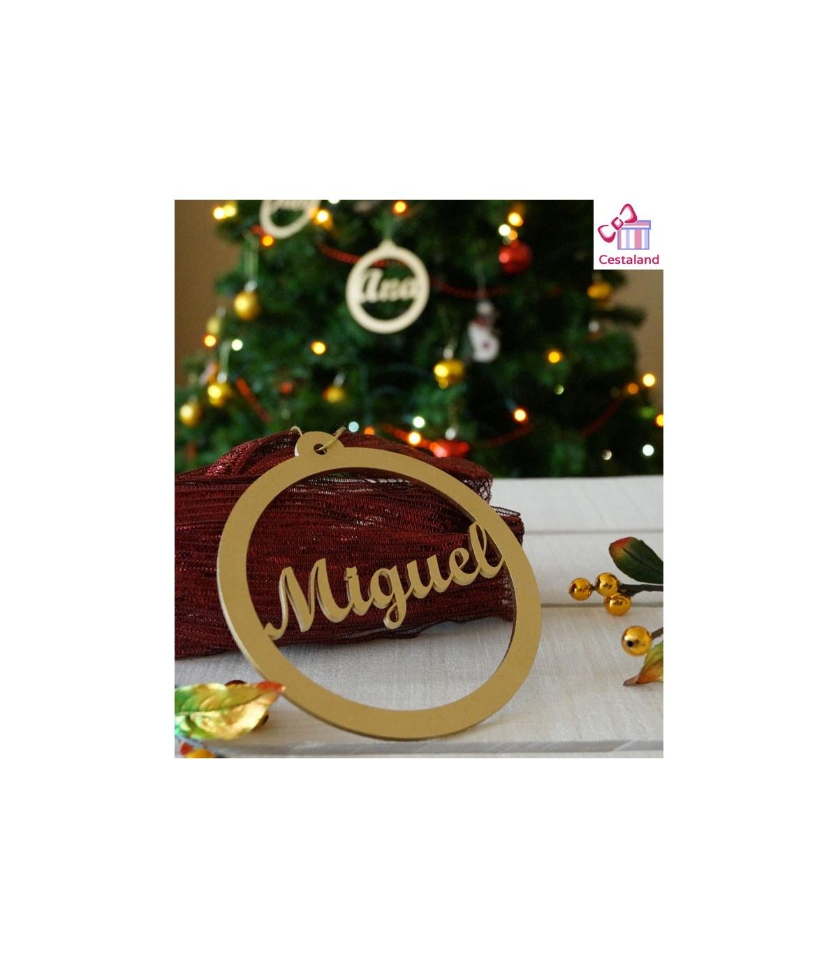 7d6431adfe095 Bola Navidad Personalizada con nombres familia en madera. Decoración