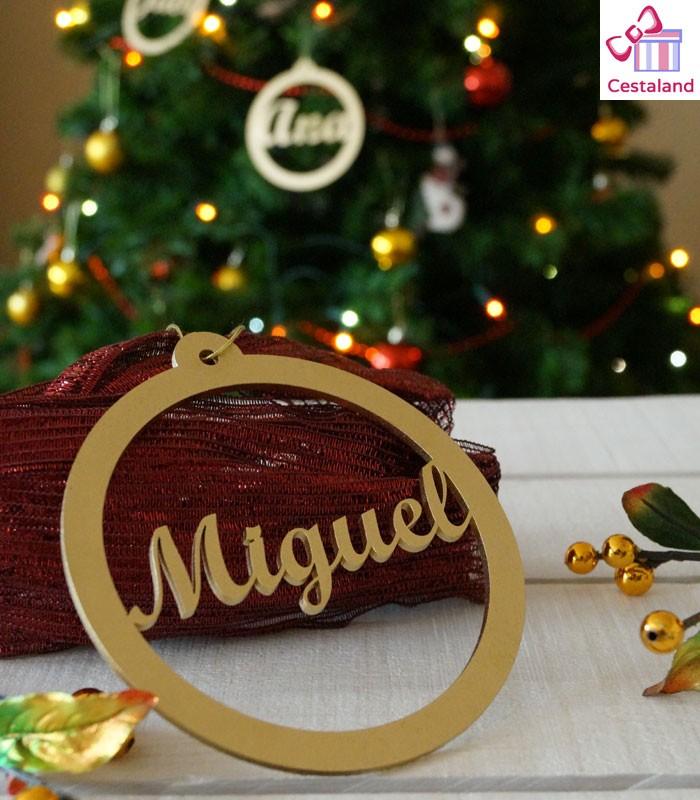 28b873190a3db Bola Navidad Personalizada con nombres familia en madera. Decoración
