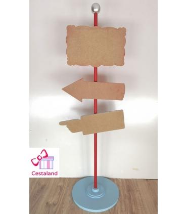 Totem de flechas con letras de madera. Decoración bodas