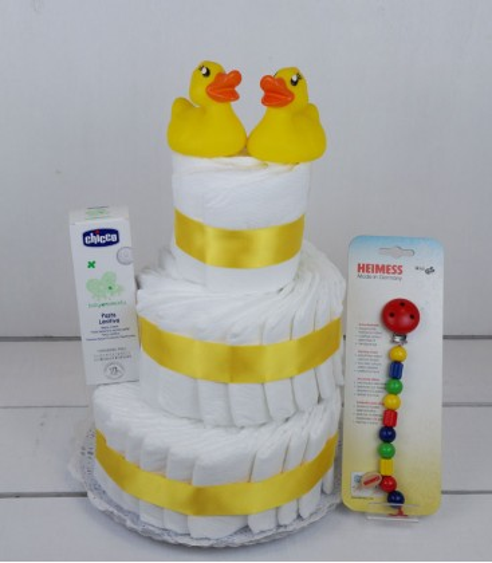 Tarta amarilla deluxe. Original tarta de pañales