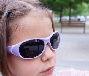 0899c99f37 Proteger los ojos de los niños del sol es importante. Gafas de sol ...